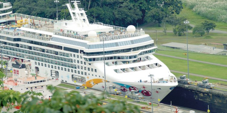 NCL Jewel in Panama Canal