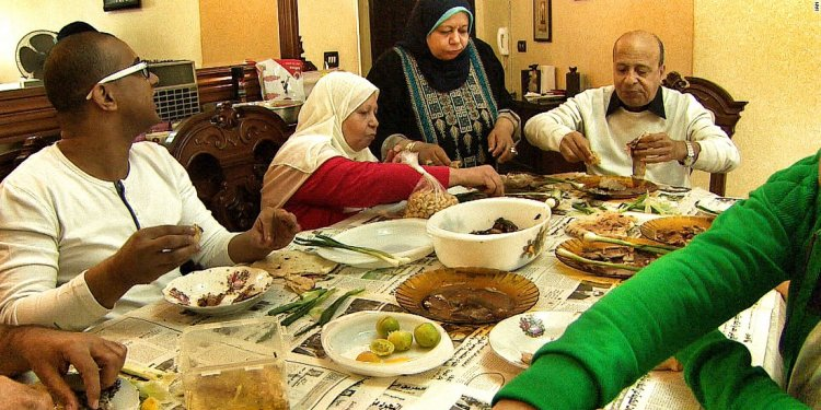 Egyptian families gather